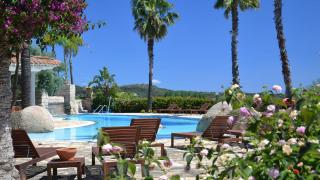 GALANIAS HOTEL & RETREAT****
